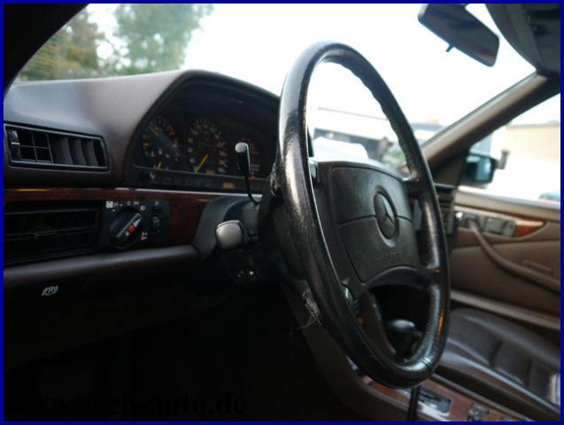 MERCEDES-BENZ 560 SEC -- mit sehr schöner Ausstattung --