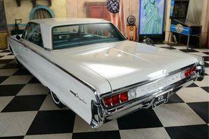 CHRYSLER Newport 2D Hardtop Coupe