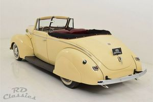 FORD Deluxe Convertible Flathead V-8 Tri-Power