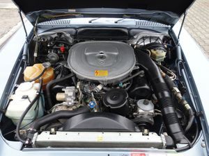 MERCEDES-BENZ SL 560 sehr guter Original Zustand, zu 95% im Erstlack