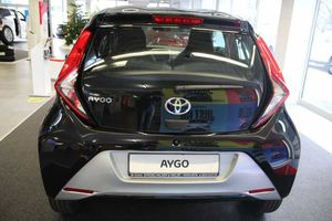 TOYOTA Aygo x-play connect