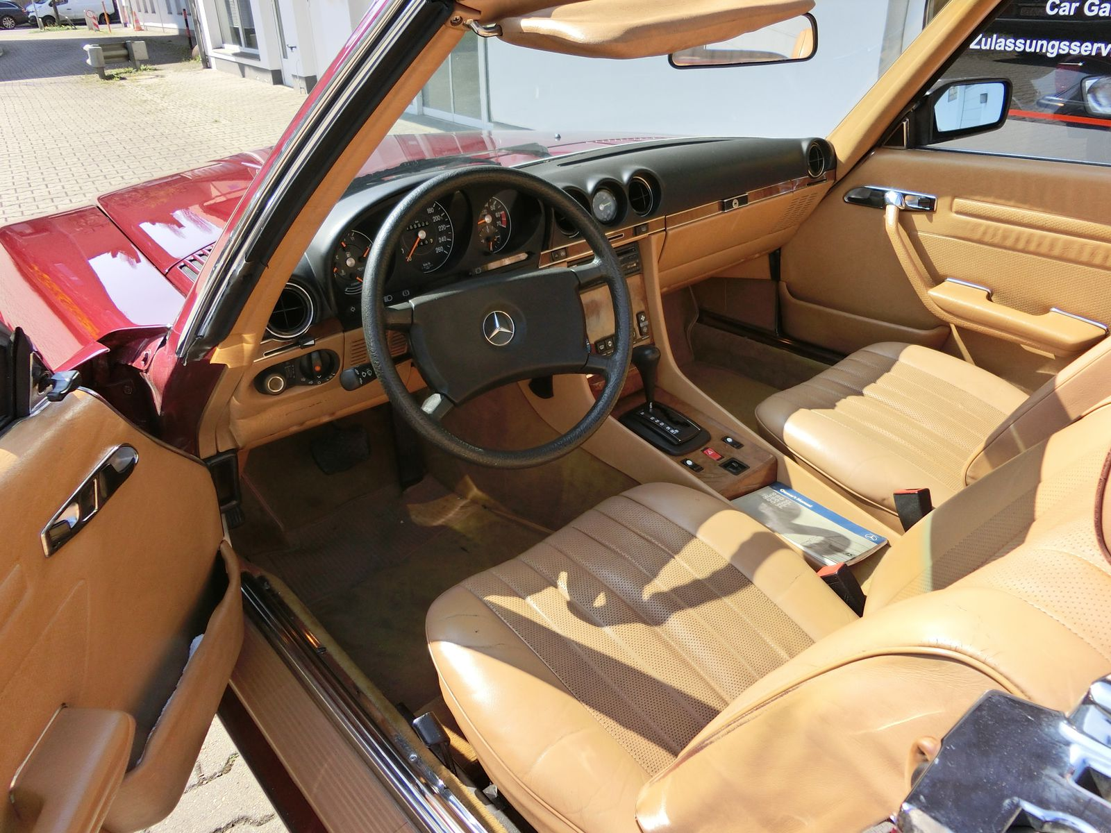 Mercedes-Benz SL 500 R107